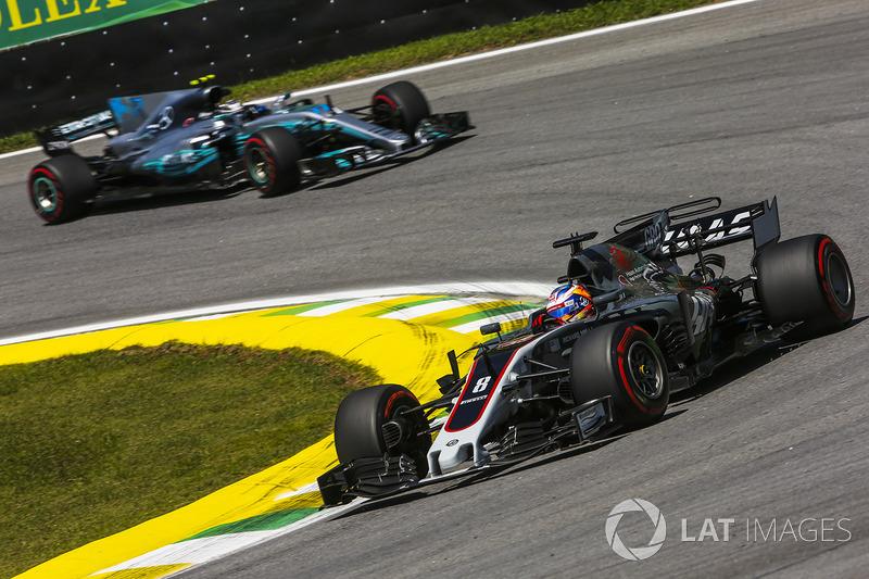Romain Grosjean, Haas F1 Team VF-17, Valtteri Bottas, Mercedes AMG F1 W08