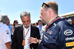 Chase Carey, PDG du Formula One Group, et Andy Palmer, PDG d'Aston Martin, sur la grille