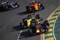 Макс Ферстаппен, Red Bull Racing RB14, Нико Хюлькенберг, Renault Sport F1 Team RS18, Стоффель Вандорн, McLaren MCL33, и Валттери Боттас, Mercedes AMG F1 W09