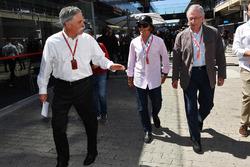 Председатель Formula One Group Чейз Кэри и Эмерсон Фиттипальди