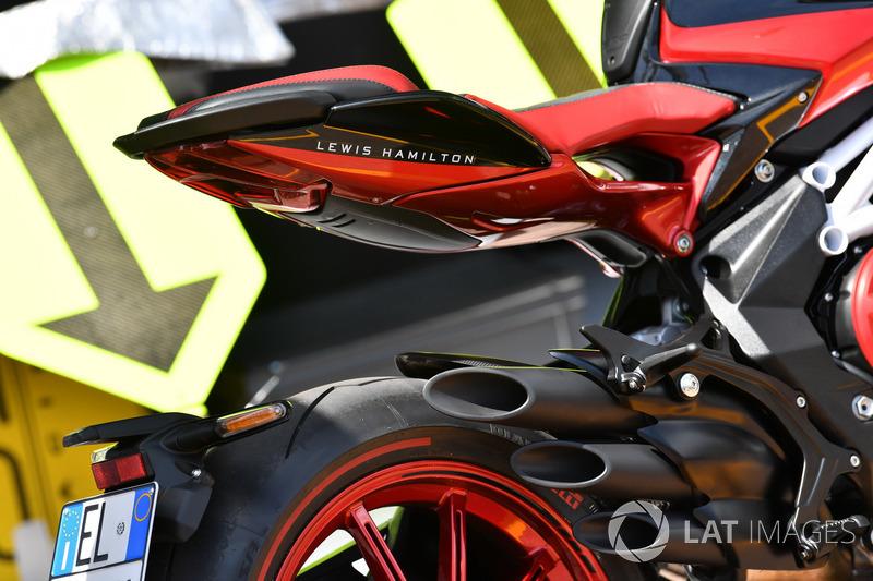La moto MV Agusta de Lewis Hamilton, Mercedes-AMG F1