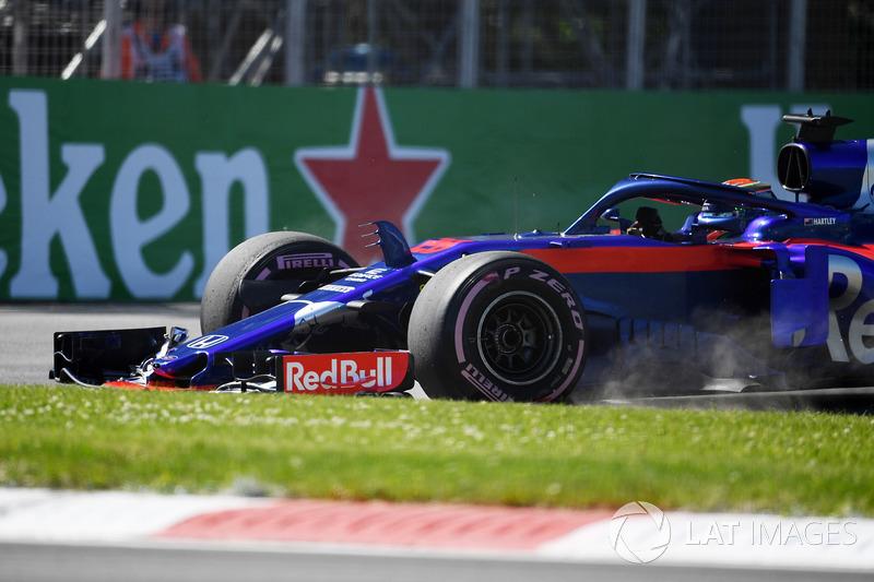 Brendon Hartley, Scuderia Toro Rosso STR13 va largo e finisce sull'erba