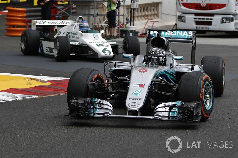 Aksi Keke Rosberg dan Nico Rosberg melibas jalanan Kota Monako
