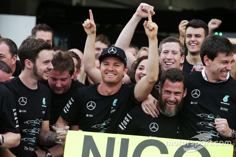 Yarış galibi Nico Rosberg, Mercedes AMG F1 ve Toto Wolff, Mercedes AMG F1 Direktörü ve takım, takıml