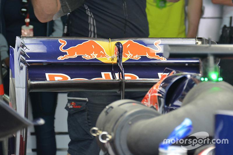 Scuderia Toro Rosso STR11 rear wing detail