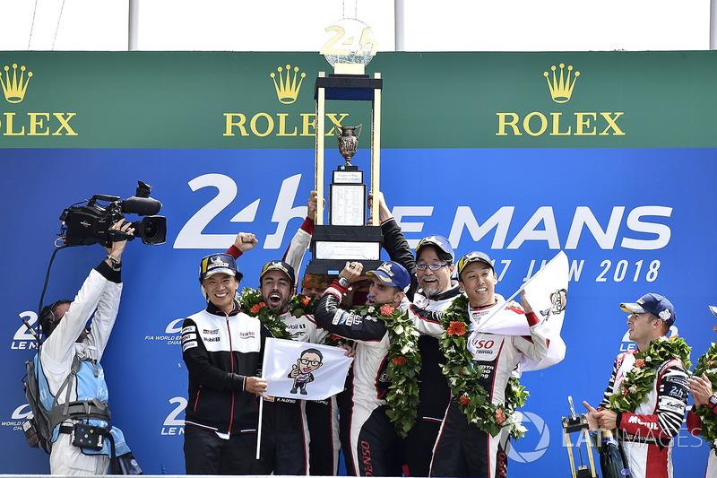 Podio general: Sébastien Buemi, Kazuki Nakajima, Fernando Alonso, Toyota Gazoo Racing