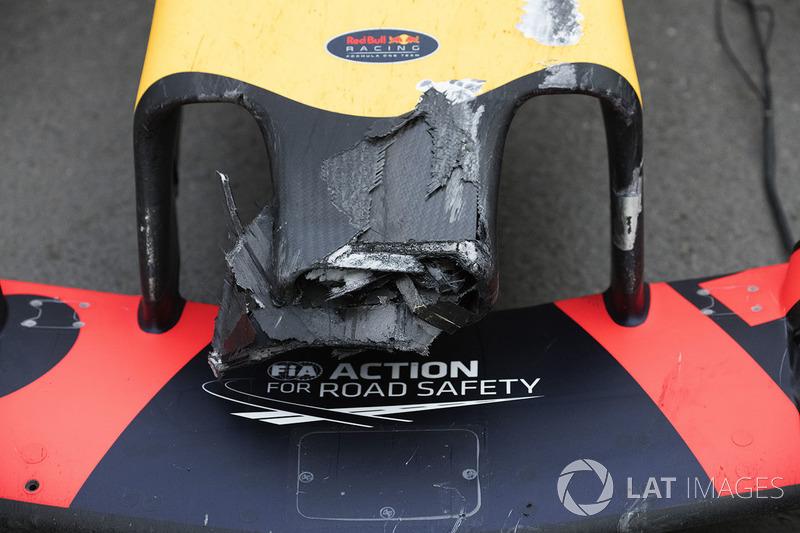 El coche dañado de Max Verstappen, Red Bull Racing