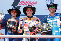 Подіум: друге місце Маверік Віньялес, Yamaha Factory Racing, переможець гонки Марк Маркес, Repsol Honda Team, третє місце Андреа Янноне, Team Suzuki MotoGP