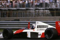 Race winner Alain Prost, McLaren MP4/5