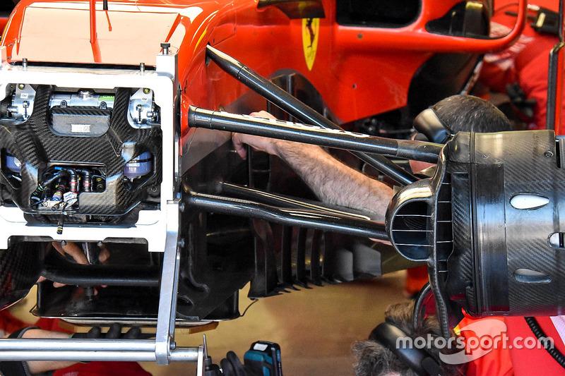 Onderdelenruil bij de Ferrari SF71H van Kimi Raikkonen