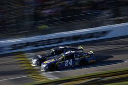 Jamie McMurray, Chip Ganassi Racing Chevrolet and Chase Elliott, Hendrick Motorsports Chevrolet