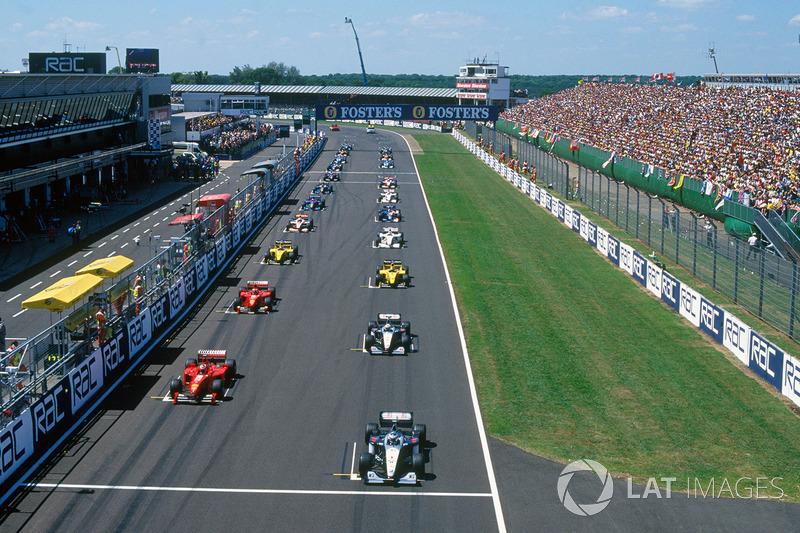 Para Schumacher, la carrera no comenzó bien desde el principio siendo superado por Coulthard e Irvine.