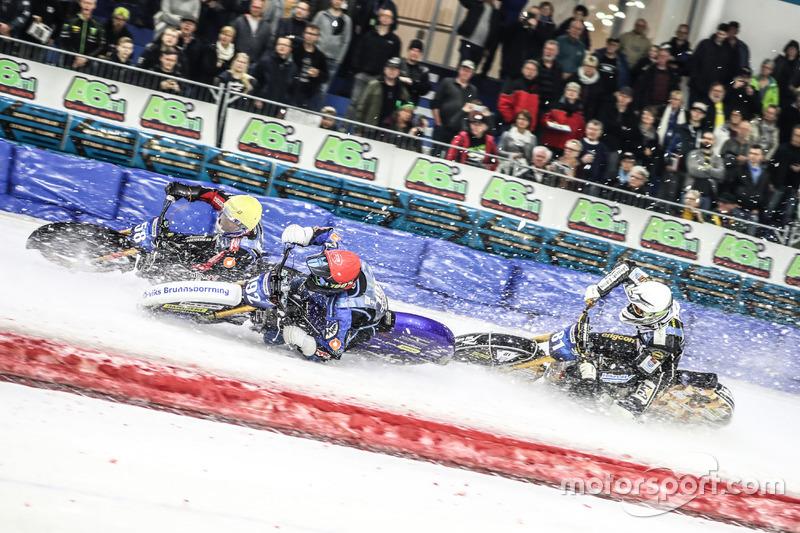 Тем временем определились участники плей-офф. Вместе с четверкой русских гонщиков туда неожиданно пробились сразу четыре шведа – Мартин Хаарахилтунен, Джимми Олсен, а также отец и сын Свенссоны