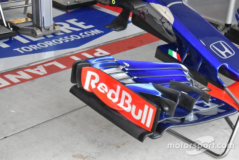 Detalle del alerón delantero del Scuderia Toro Rosso STR13