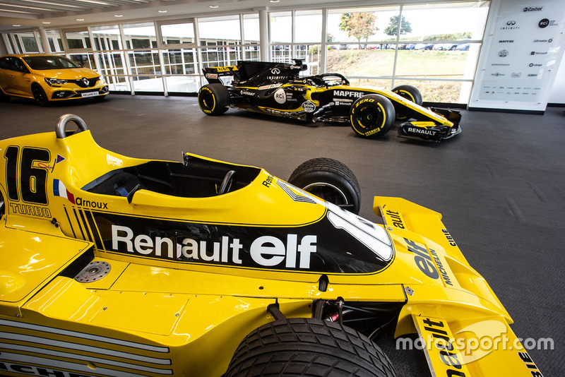 Renault RS 01 і Renault R.S. 18
