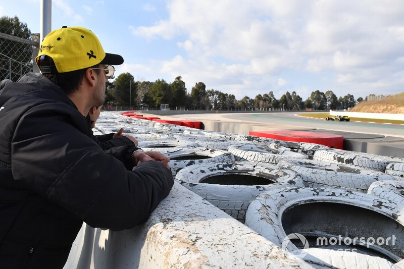 Daniel Ricciardo, Renault F1 Team ve Alain Prost, Renault F1 Team Danışmanı ve Nico Hulkenberg, Renault F1 Team R.S. 19