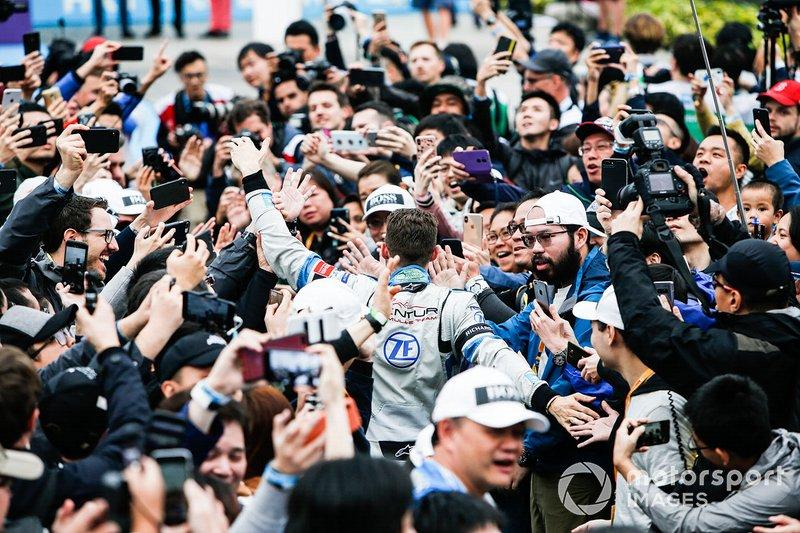 Edoardo Mortara, Venturi Formula E makes his way through the crowd towards the podium