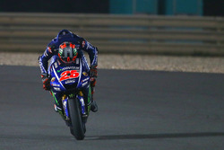 Maverick Viñales, Yamaha Factory Racing, besando su moto