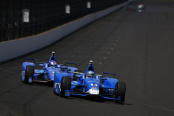 Tony Kanaan, Chip Ganassi Racing, Honda; Scott Dixon, Chip Ganassi Racing, Honda