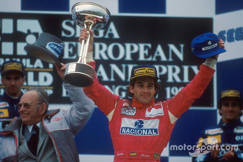 Podyum: Yarış galibi Ayrton Senna, McLaren MP4/8 Ford, 2. sıra Damon Hill, Williams FW15C Renault, 3. sıra Alain Prost, Williams FW15C Renault