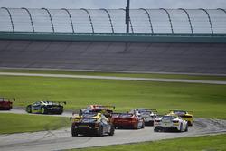 #117 The Collection Ferrari 488 Challenge: Amir Kermani, #124 Ferrari of Long Island Ferrari 488 Challenge: Jerome Jacalone, crash