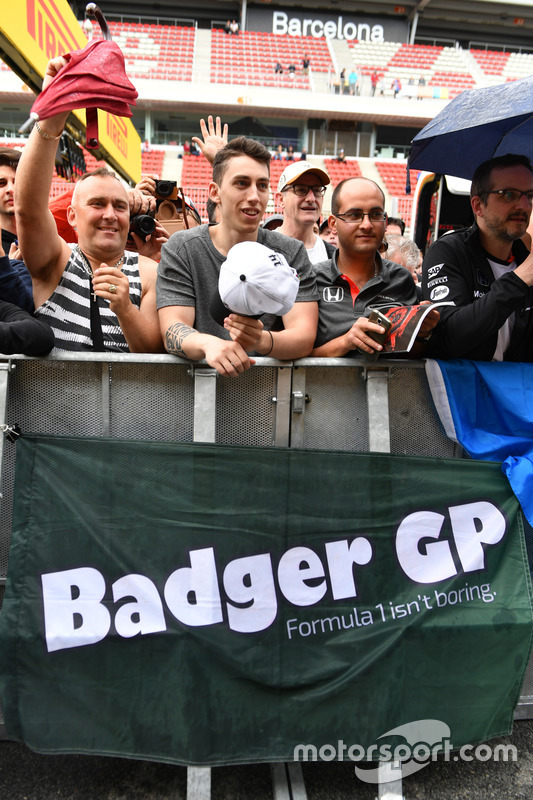 Badger GP fan and banner
