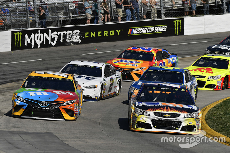 Kyle Busch, Joe Gibbs Racing, Toyota; Chase Elliott, Hendrick Motorsports, Chevrolet