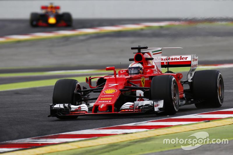 Кімі Райкконен, Ferrari, випереджає Макса Ферстаппена, Red Bull Racing RB13