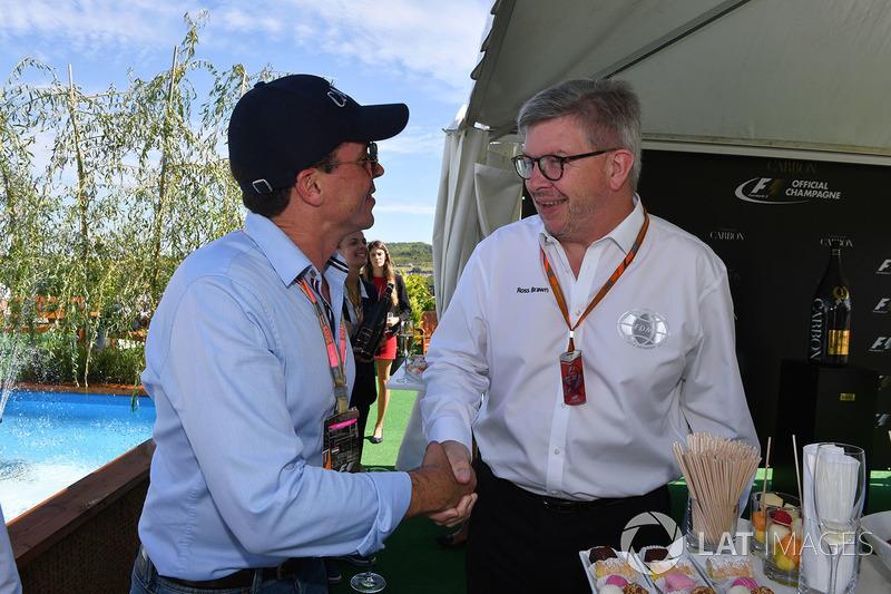 أليكس ميا وروس براون، المدير العام الرياضي للفورمولا واحد