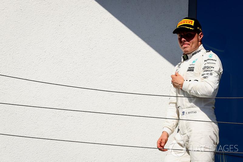 Valtteri Bottas, Mercedes AMG F1 W08 celebra en el podio