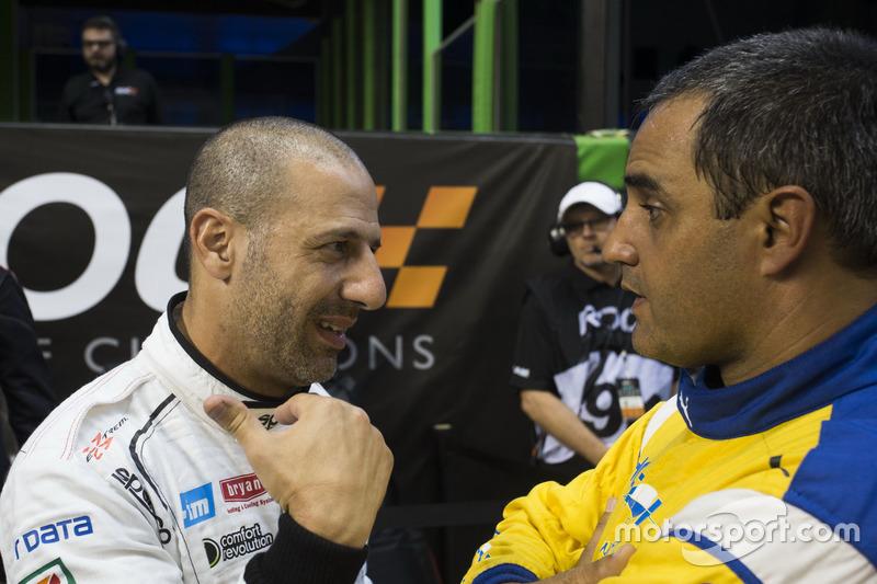 Tony Kanaan met Juan Pablo Montoya