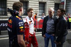 Christian Horner, director del equipo Red Bull Racing, Sebastian Vettel, Ferrari, Adrian Newey, director técnico, Red Bull Racing