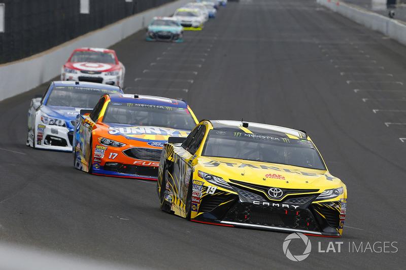 Daniel Suarez, Joe Gibbs Racing Toyota, Ricky Stenhouse Jr., Roush Fenway Racing Ford
