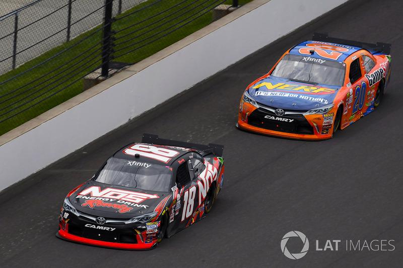 Kyle Busch, Joe Gibbs Racing Toyota y Erik Jones, Joe Gibbs Racing Toyota