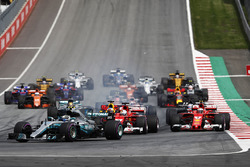 Valtteri Bottas, Mercedes AMG F1 W08, Sebastian Vettel, Ferrari SF70H, Daniel Ricciardo, Red Bull Racing RB13, Kimi Raikkonen, Ferrari SF70H, Daniel Ricciardo, Red Bull Racing RB13, Romain Grosjean, Haas F1 Team VF-17 and Lewis Hamilton, Mercedes AMG F1 W