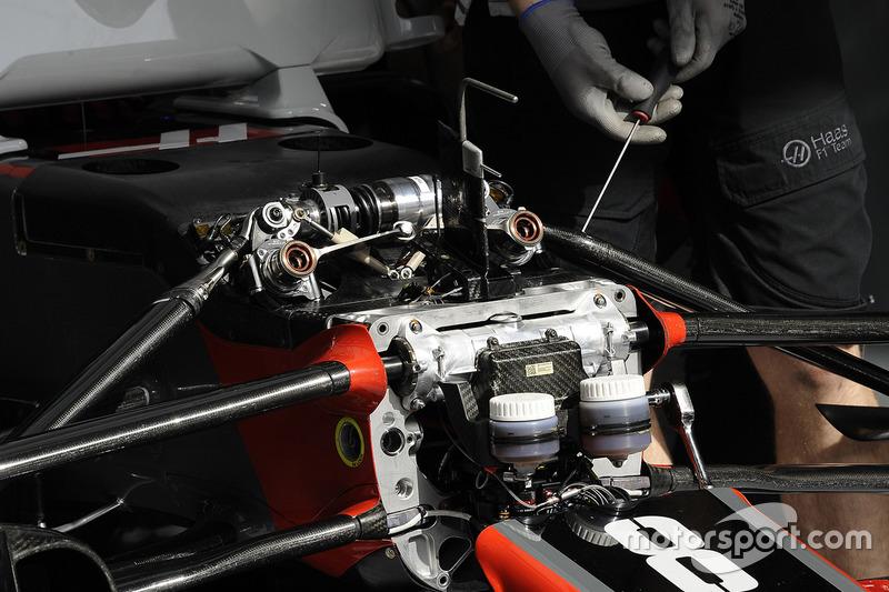Detalle de la suspensión delantera del Haas F1 Team VF-17