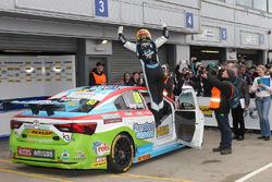 Yarış galibi Tom Ingram, Speedworks Motorsport Toyota Avensis