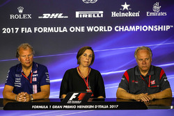 Robert Fearnley, Sahara Force India F1 Team Subdirector equipo, Claire Williams, Williams Director Adjunto y Gene Haas F1 Team, fundador y Presidente, equipo de Haas F1 en la Conferencia de prensa