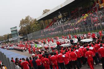 Ferrari F60, 488, FXX, F1 Clienti and Ferrari 599 on the starting grid