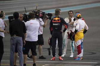 Lewis Hamilton, Mercedes-AMG F1 W09, Max Verstappen, Red Bull Racing, Sebastian Vettel, Ferrari e Fernando Alonso, McLaren, nel parco chiuso