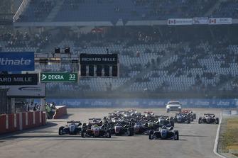 Start zum Finale der Formel-3-EM 2018 in Hockenheim: Robert Shwartzman, PREMA Theodore Racing Dallara F317 - Mercedes-Benz, führt