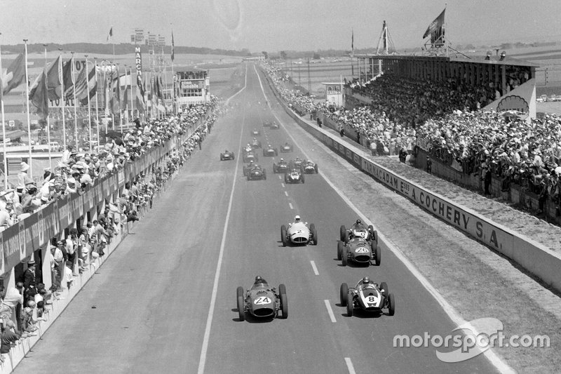1959 French GP at Reims. Brooks's Ferrari battles with Brabham's Cooper, Hill's Ferrari runs third, while Moss's BRM and Masten Gregory's Cooper dispute fourth. Brooks would lead Hill home in a Ferrari 1-2, the first of three podium finishes for the American in his first full season of F1.