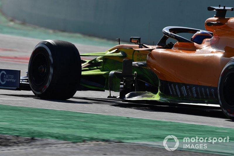 Carlos Sainz Jr., McLaren MCL34 avec de la peinture aérodynamique sur la suspension avant
