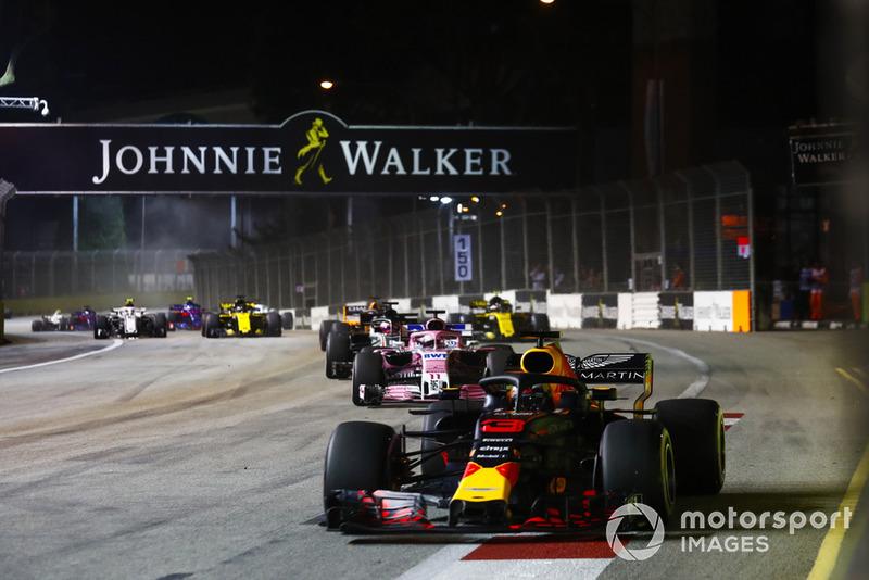 Daniel Ricciardo, Red Bull Racing RB14, Sergio Perez, Racing Point Force India VJM11, Romain Grosjean, Haas F1 Team VF-18, Fernando Alonso, McLaren MCL33, y Carlos Sainz Jr., Renault Sport F1 Team R.S. 18