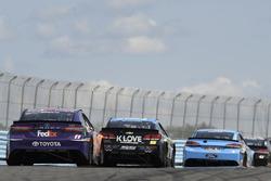 Denny Hamlin, Joe Gibbs Racing Toyota, Michael McDowell, Leavine Family Racing Chevrolet, Kevin Harvick, Stewart-Haas Racing Ford, Kurt Busch, Stewart-Haas Racing Ford