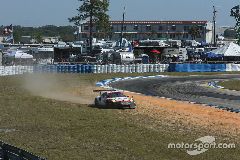 #912 Porsche Team North America Porsche 911 RSR: Kevin Estre, Laurens Vanthoor, Richard Lietz run out