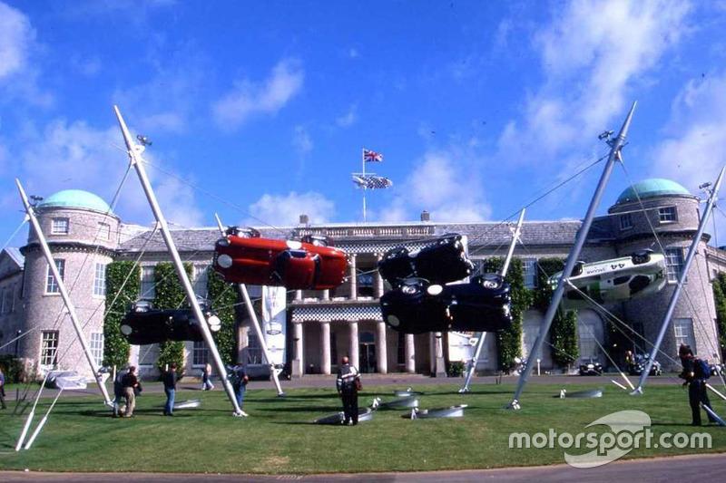 2000 год: Jaguar