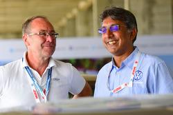 Бернхард Гобмайер, директор Volkswagen Group Motorsport, Сириш Висса, глава Volkswagen Motorsport India