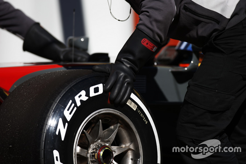 A Pirelli tyre is changed on the Romain Grosjean Haas F1 Team VF-17
