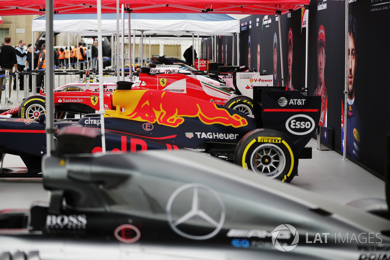A line-up of Formula 1 cars in Trafalgar Square ahead of the London F1 street demonstration. L-R: A Mercedes, Red Bull Racing, Ferrari, Force India, Williams, McLaren, Scuderia Toro Rosso and Haas F1 Team